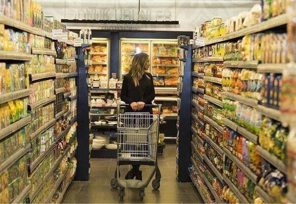 Consumer confidence hits 152-month low